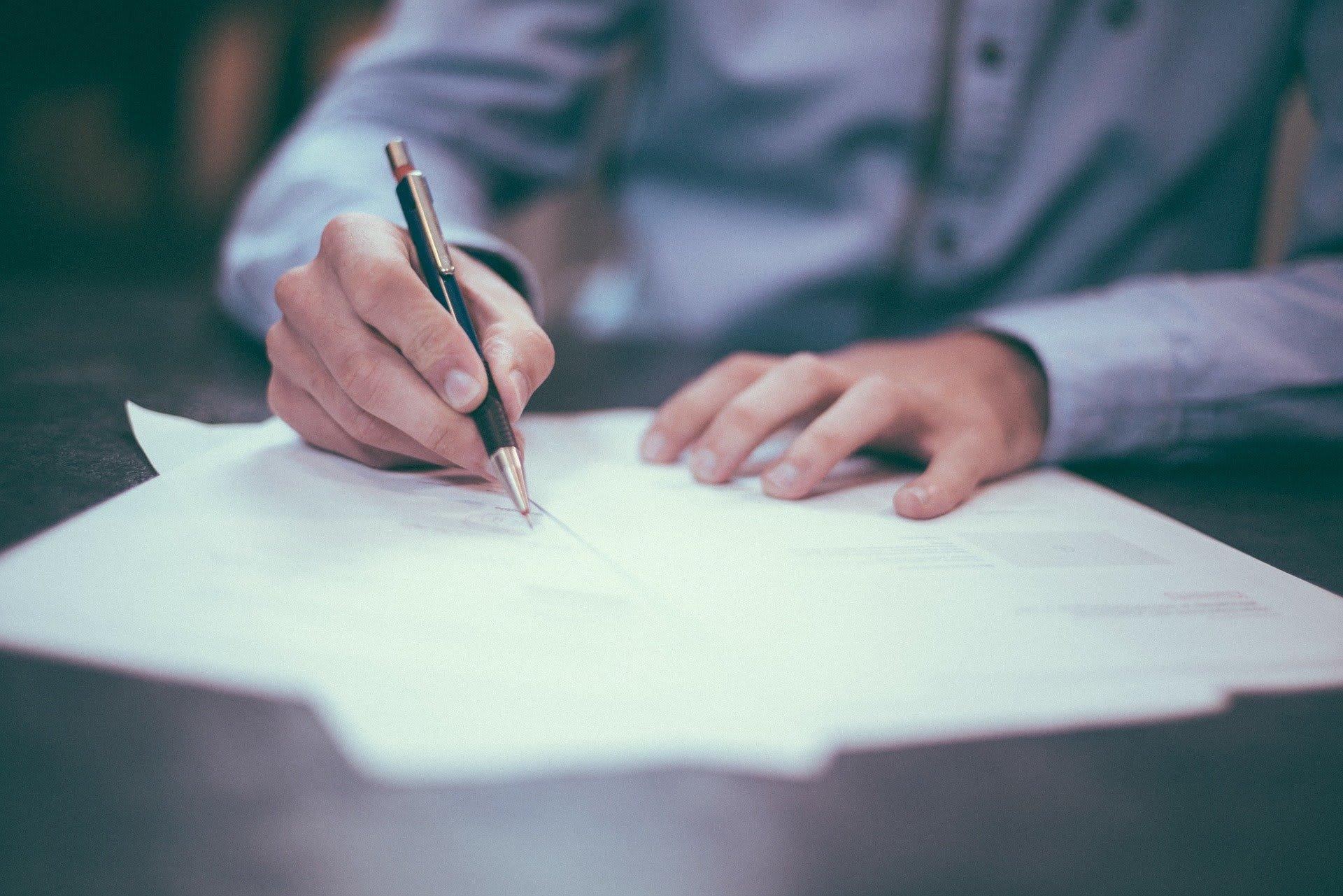 Ton entreprise n'attend que toi pour débuter. Donne l'impulsion finale à ton projet de création d'entreprise en t'occupant des démarches administratives !